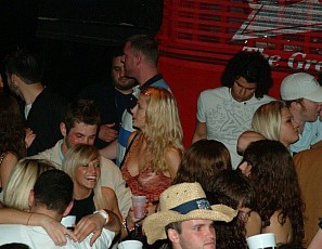 content/012015_neverbeforeseen_spring_break_2008_upskirt_club_then_pussy_licking_back_at_the_house/4.jpg