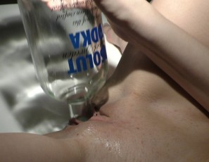 content/020516_late_night_after_party_in_my_apartment_with_bree_vodka_bottle_masturbation/3.jpg