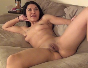 content/041814_hot_alicia_another_wisconsin_chick_first_time_naked_on_camera_in_her_real_apartment/2.jpg