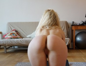 content/080817_22yo_lucia_hair_dresser_doing_naked_yoga_in_my_living_room/1.jpg
