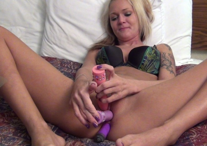 content/081415_blondie_aaliyah_double_dildo_first_time_anal_dp_stretch_and_peeing/0.jpg
