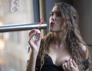 content/091115_euro_trip_melisa_naked_on_my_balcony_blowing_bubbles_and_masturbating/3.jpg