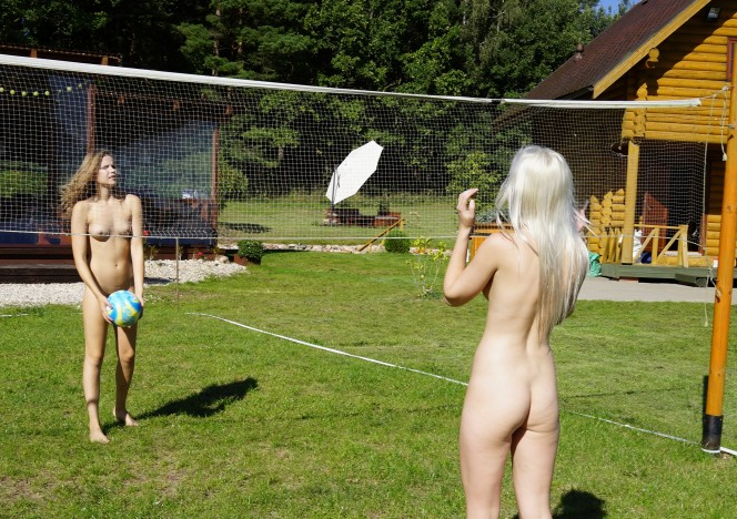 102816_naked_volleyball_then_samanta_going_down_on_candice_plus_dildo_fucking