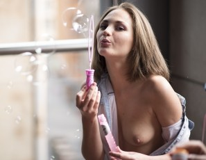 content/103015_eurocoeds_launch_mira_and_patricia_first_time_girl_girl_bubbles_on_my_balcony/2.jpg