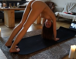 content/111417_rebeka_nude_yoga_in_my_living_room/1.jpg