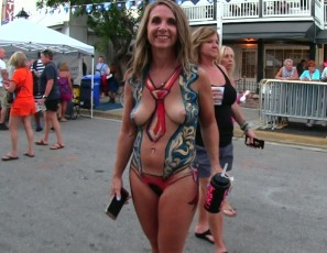 content/112018_nude_girls_with_only_body_paint_out_in_public_on_the_streets_of_fantasy_fest_2018_key_west_florida/3.jpg