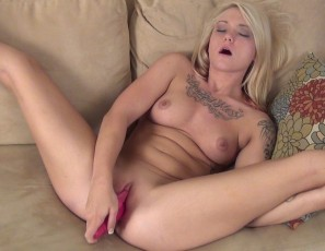 content/112114_maxi_second_video_trying_pink_dildo_in_her_tiny_pussy/2.jpg