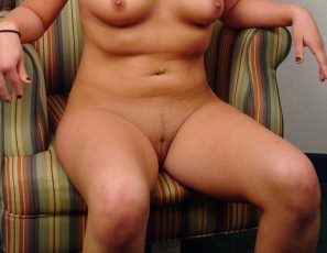 content/120813_alyssa_nervous_iowa_girl_from_the_countryside_first_time_naked_on_camera/2.jpg