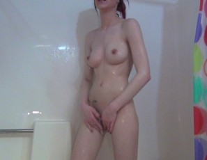 content/121013_kaity_dorm_shower_before_going_back_to_class/1.jpg