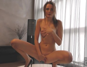 content/123016_20yo_becky_dancing_smoking_and_masturbating_with_2_dildos/2.jpg