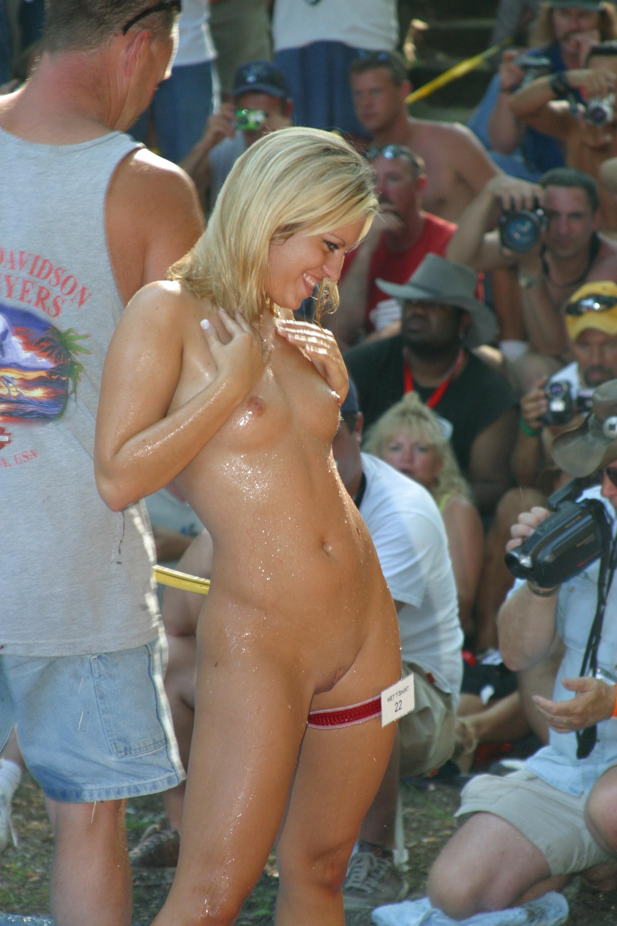 coeds amature girls naked photos